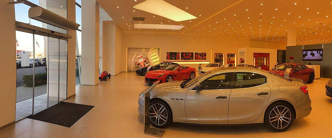 Showroom Maserati, Bentley a Ferrari